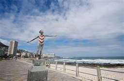 Sculpting Sea Point Promenade