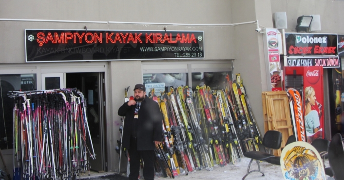 Guide Mustafa at Ski Shop
