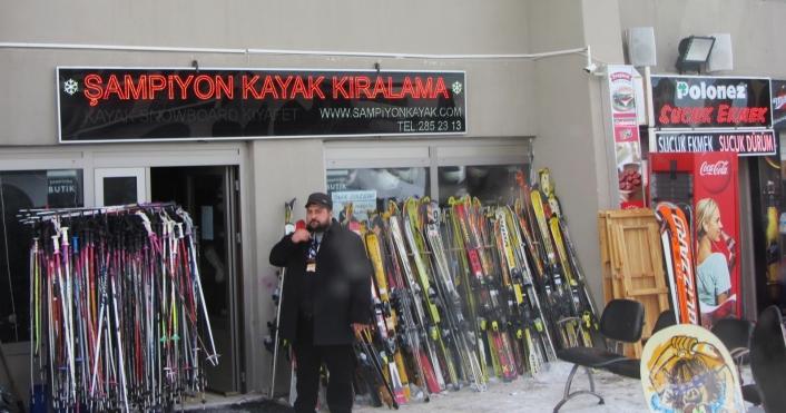 Guide Mustafa at Ski Shop