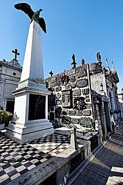 250px-Buenos_Aires_-_Cementerio_de_la_Recoleta_-_20090104-17