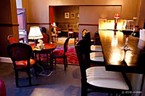 Alexander Bar, Café and Theatre